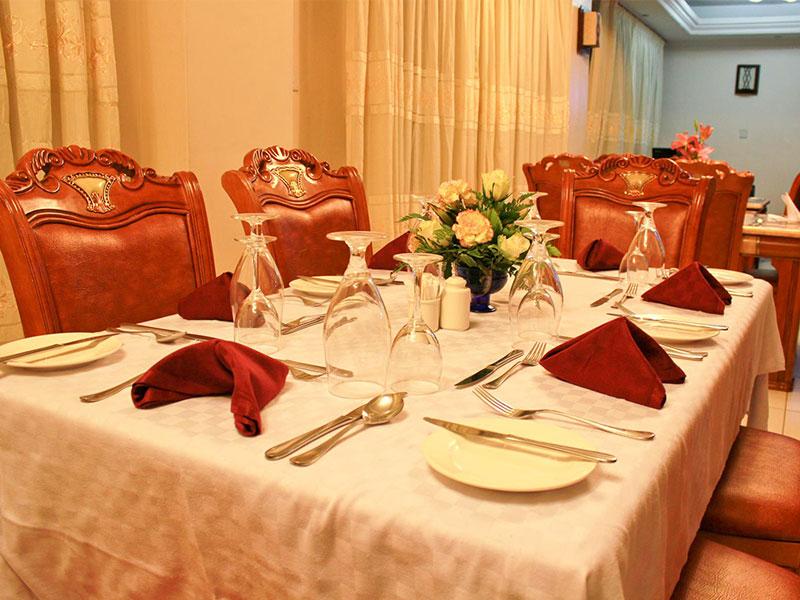 Hotel-Hennessis-Restaurant-Setup