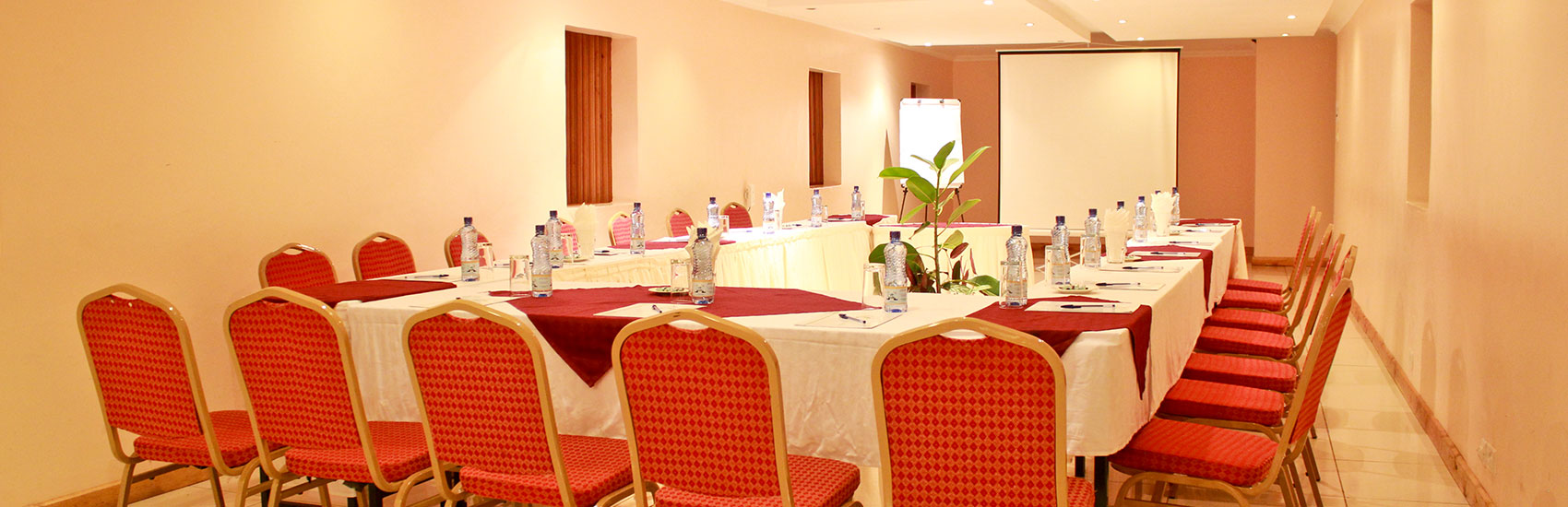 Book-Hotel-Rooms-in-Conference-Hennessis-Nairobi