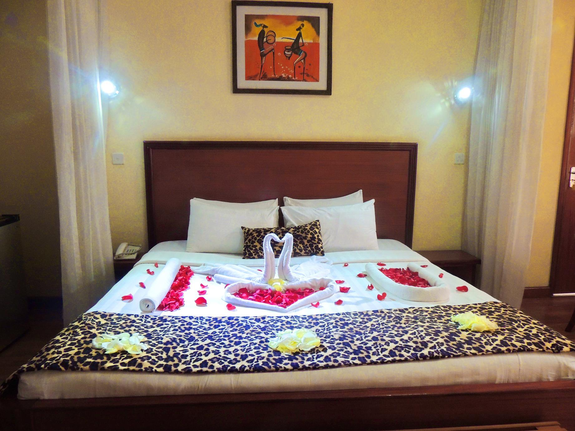 Hennessis Hotel Honeymoon Room Setup