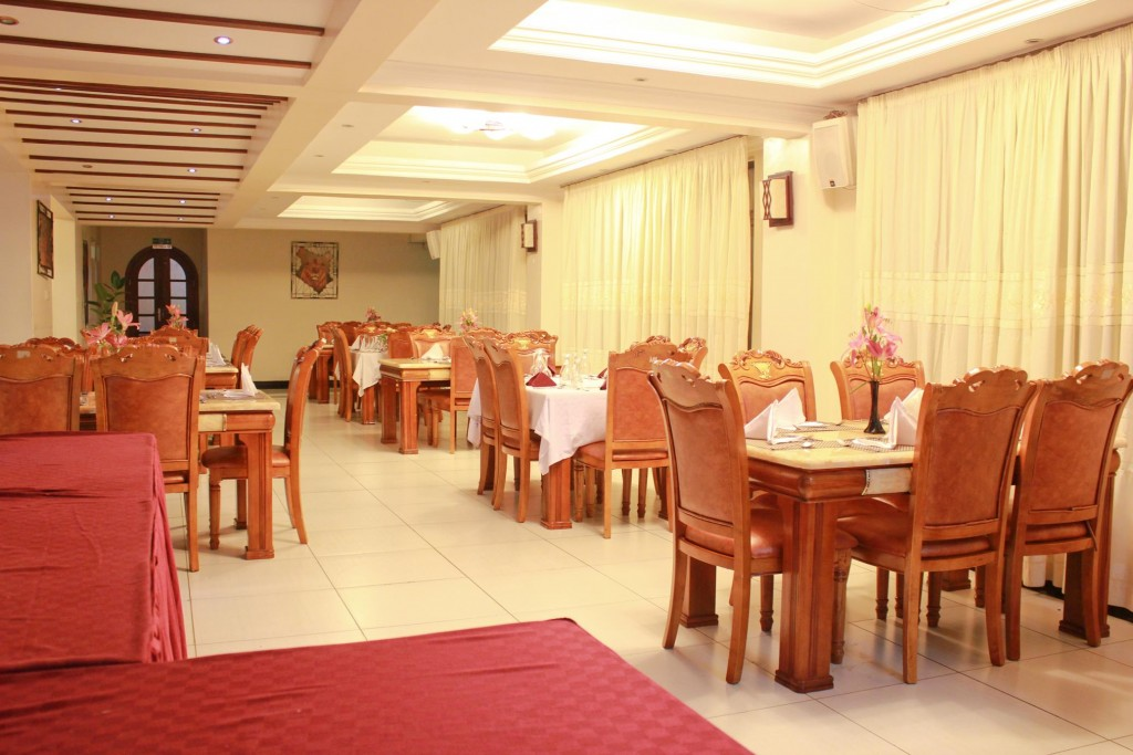 Hotel Hennessis Restaurant General View